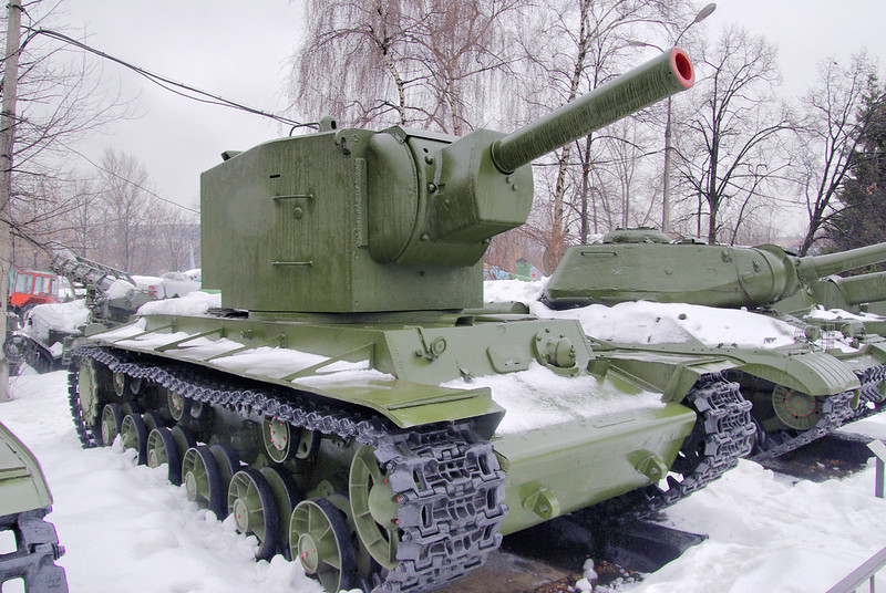 %22Heavy+Soviet+Tank+KV-2.+%D0%A1%D0%BE%D0%B2%D0%B5%D1%82%D1%81%D0%BA%D0%B8%D0%B9+%D1%82%D1%8F%D0%B6%D0%B5%D0%BB%D1%8B%D0%B9+%D1%82%D0%B0%D0%BD%D0%BA+%D0%9A%D0%92-2.%22+by+Peer.Gynt+is+licensed+under+CC+BY-NC-SA+2.0