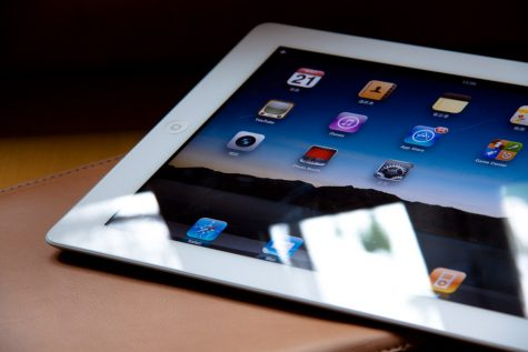 iPad 2 w/ Smart Cover by leondel is licensed under CC BY-NC-ND 2.0
