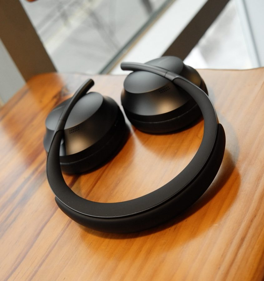 %22BOSE+NOISE+CANCELLING+HEADPHONES+700%22+by+TheBetterDay+is+licensed+under+CC+BY-ND+2.0